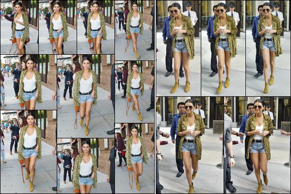 - ''-23/07/15-''- • '-Selena Gomez a été vue alors qu'elle venait tout juste de sortir de son hôtel se trouvant à NY. C'est par la suite dans les rues de la ville que notre artiste a été aperçue par les paparazzis et quelques fans. Je lui accorde un bon top ! -