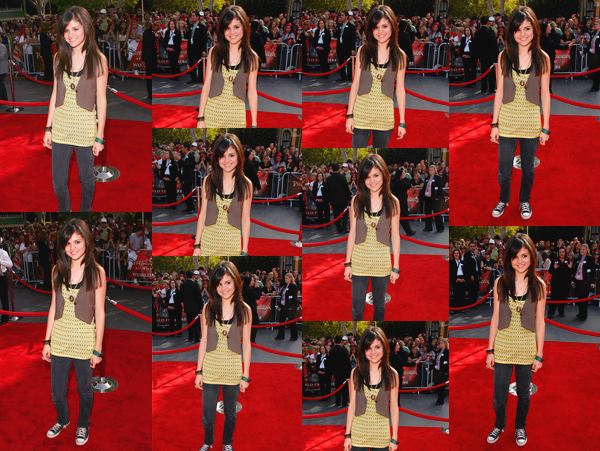 - '-19/05/07-''- • Selena Gomez à la première du film :« Pirates des Caraïbes : Jusqu'au bout du monde » dans L.A.