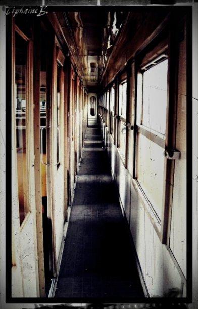 >  Le train de la vie, c'est un petit train, qui va des montagnes de l'ennui aux collines de la joie.
