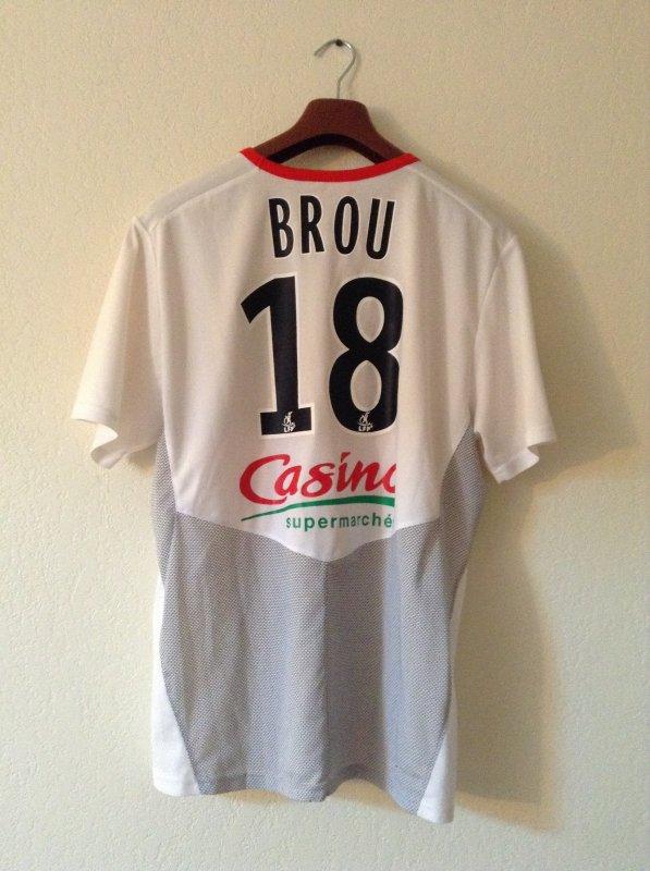 Maillot porté par Moïse Brou Apanga lors d'un match de L2  avec le stade Brestois. Saison 2009/2010