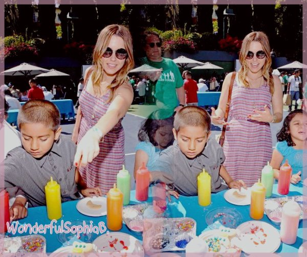 Lundi 14 Mai 2012.  Sophia a participé au 4ème évènement qui célèbre la Fête des Mères.