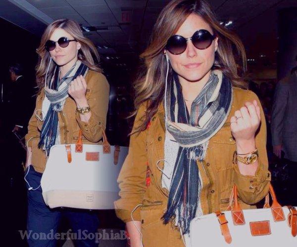 Mardi 5 Juin 2012. Sophia apperçue à l'aéroport LAX de Los Angeles.