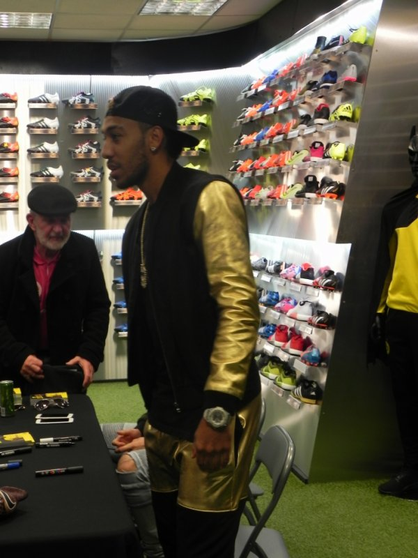 PIERRE-EMERICK AUBAMEYANG AU MANS , QUELLE BELLE SURPRISE.