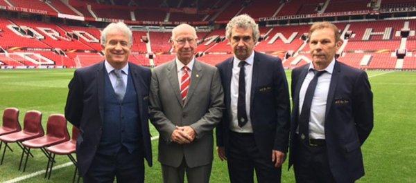 L'ASSE chaleureusement reçue par MU et Bobby Charlton Bernard Caîazzo, Roland Romeyer et Dominique Rocheteau ont déjeuné ce midi avec leurs homologues de Manchester United.