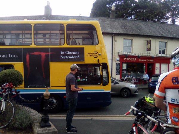 Enniskerry et un exemple de bus double étage