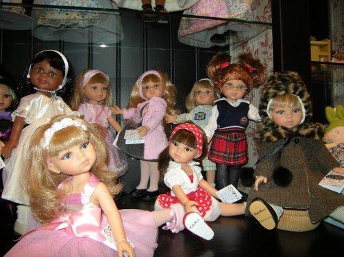 Pour vous faire oublier les poupées en morceaux,voici les Paola Reina....