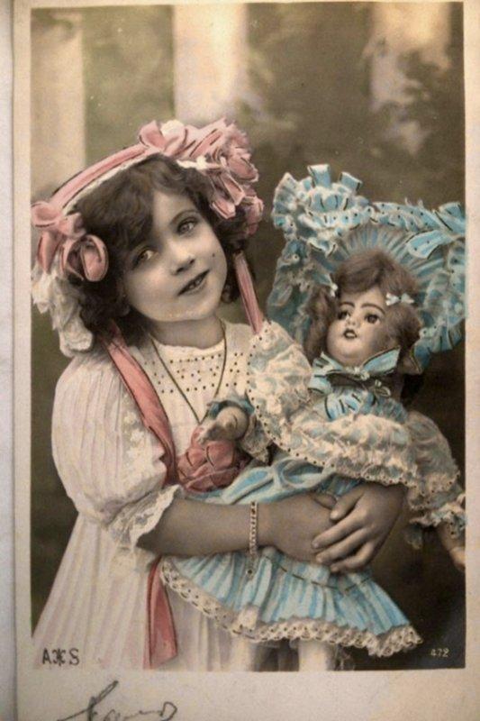 Pour toutes les amoureuses des poupées et de leur histoire...