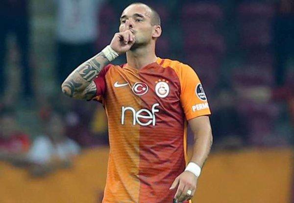 """Sneijder: """"Personne ne pourra nous arrêter tant que nous continuerons à nous battre avec le coeur"""""""