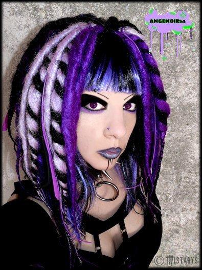 dreads montées sur perruque  + dreads couleurs naturelles
