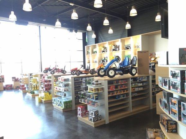 Pour ce qui n'ont jamais vu le magasin mini agri à momenheim le voici ;)