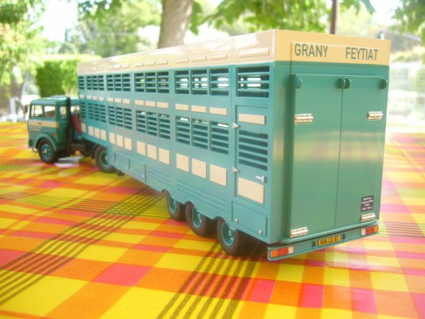UNIC T 270  A2  (197O - 1974)  N° 25