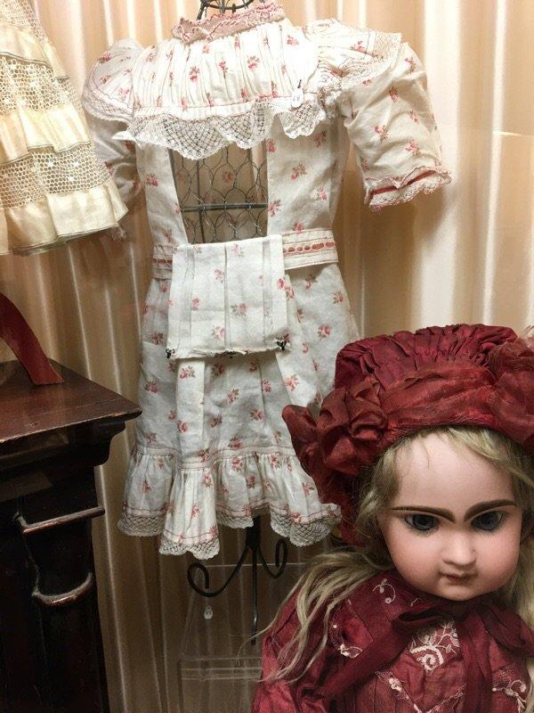 Le musée de la poupee de Paris, les belles en vente...