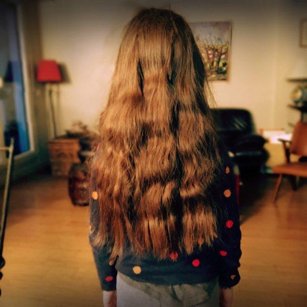 Modèle Emma, cheveux en Kanekalon?