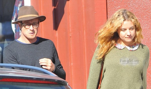 Simon Baker est sorti pour déjeuner avec sa fille Stella (1)