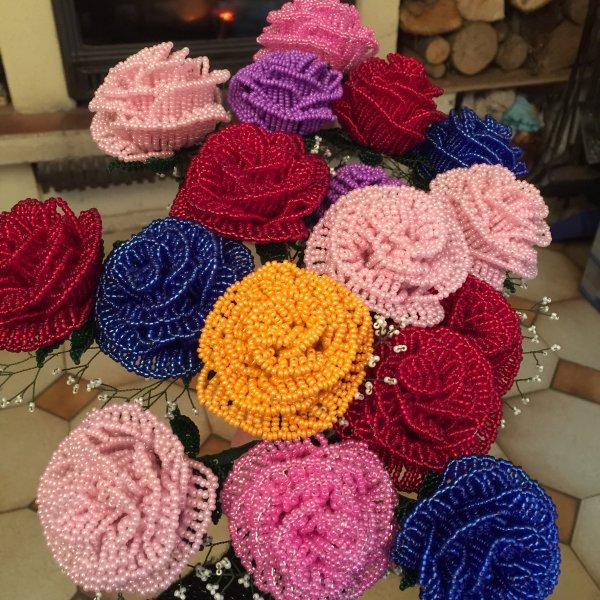 3064 roses en perles