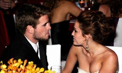 """Miley and liam : Un petit break ou une vrai rupture : Personnellement j'éspère que c'est un petit break :  Miley n'était peut -être pas prête a s'installer avec lui a 17 ans ...C''est le porte parole des deux comédiens qui aurait confirmé et Liam en disant deux simples mots : """"C'est vrai"""" ...Pauvre Miley !!     Thanks& XooXoo chères visiteurs"""