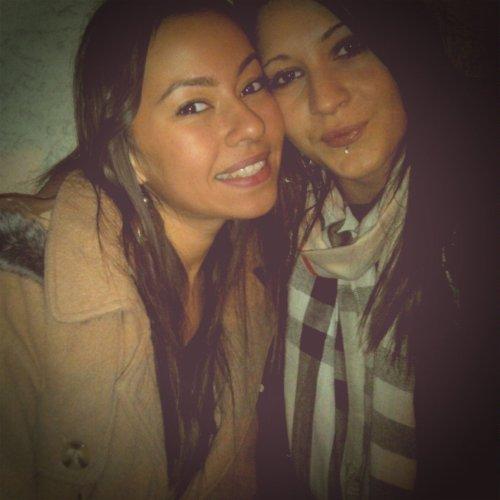 """L'amitié ne consiste pas seulement à voir les mêmes personnes régulièrement. C'est un engagement, une promesse, de la confiance, c'est être capable de se réjouir du bonheur de l'autre """""""