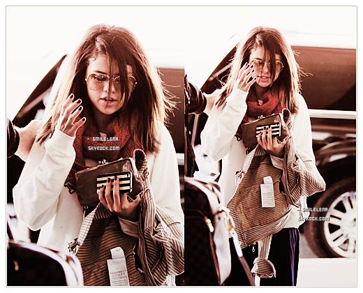 - (13/03/2011) ♦  Selena Gomez a été aperçue à l'aéroport de «  Los Angeles »
