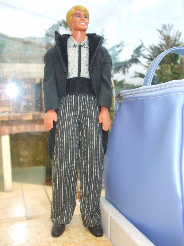 Les tenues de Ken complètes sont rares chez moi...
