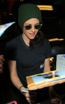 "Kristen arriving at ""Live with Regis and Kelly"" on 19/10/2010"