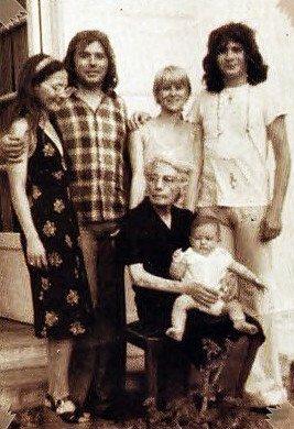 La famille Balavoine réunie