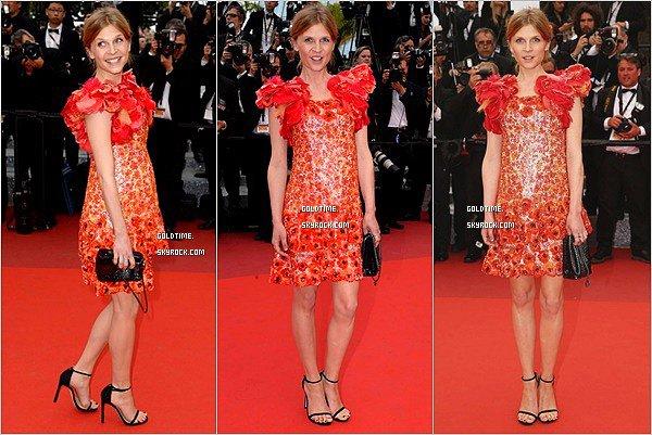_ 22/05/16 : Clemence Poesy étais radieuse sur le tapis rouge du 69eme festival de Cannes. Personnelement, c'est un gros coup de coeur pour le look de Clémence. Vos avis ?.