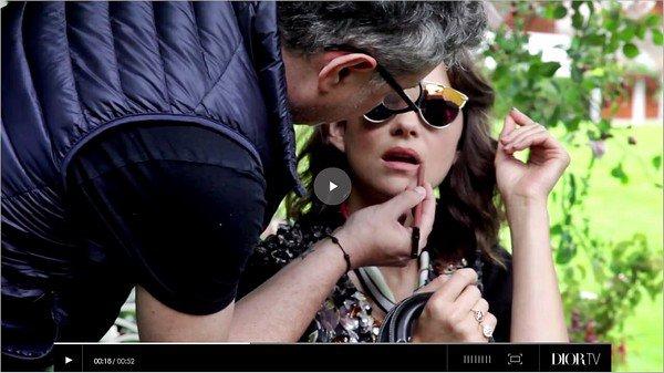 _ Octobre : Nouvelle campagne Lady Dior Cruise printemps été 2017 pour Marion Cotillard.   Les photos ont été prises dans le jardin de la maison d'enfance de Christian Dior à Grandville. Sublimes ! Vos avis ?