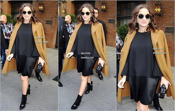 _ 16/11 : Marion a été aperçue à deux reprises dans les rues du quartier de Soho à NYC .  Je trouve Marion très jolie dans ses tenues ! Gros coup de coeur pour ses lunettes.. Vos avis ?