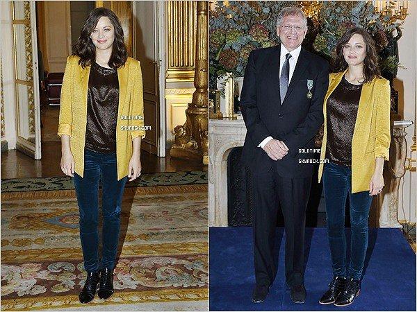 _ 19/11 : Marion a accompagné Robert Zemeckis au ministère de la culture à Paris .  Le réalisateur d'Allied était inivté pour recevoir une décoration. Pas très fan de la tenue de Marion. Vos avis ?