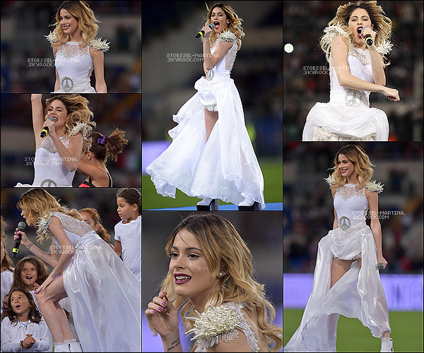 "- 01.09.14: Tini Stoessel,  perfomait pour Partita Per La Pace dans le stade Olympique de Rome - Italie  + Article Flash-Back. Martina avait chanter ""Nel Mio Mondo""et ""Imagine"". Sa robe était faite entièrement par Veronica de LaCanal. Top -"