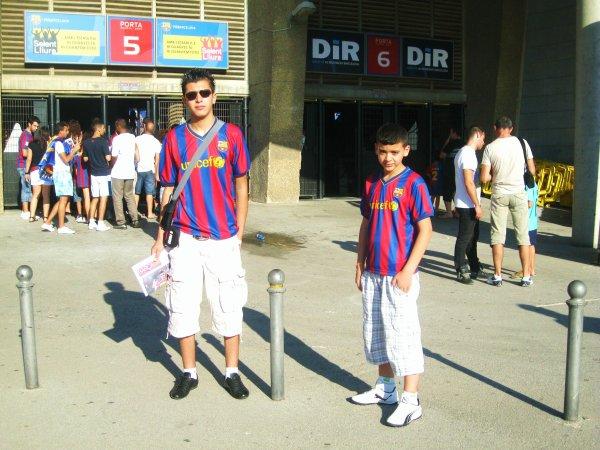 Moi dans le stade du barca  ^^Mes vacances  A l'espagne Barcelone^^ <=== com's