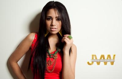 Jasmine Villegas (l)
