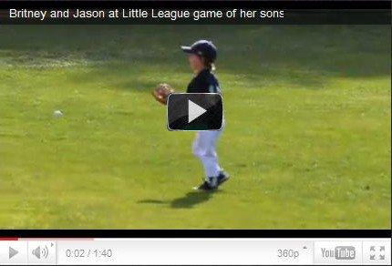 ♦CandidsBritney, Jason, JJ au  Sunrise Little League pour encourager Sean Preston lors de son match de Baseball avec son équipe West Hills Yankees dimanche 6 mars.