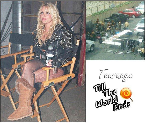 """♦ClipVoici 2 photos du tournage du nouveau clip de Britney """"Till The World Ends"""". Un petit message de Britney : """"Premier jour de tournage du clip de TTWE. Je viens de terminer ma première grande scène de danse. Je prends une pause bien méritée !"""""""