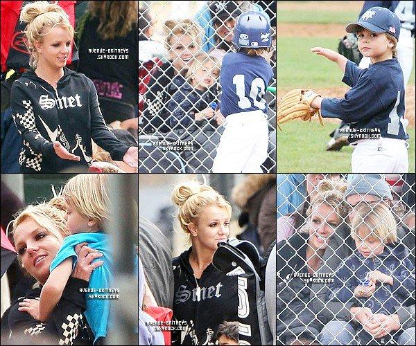 ♦CandidsLe 19 mars Britney, Jason et Jayden James ont une nouvelle fois assisté à un match de baseball de Sean. JJ et Brit <3