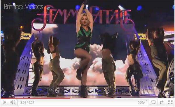 ♦PerformanceLe 29 mars au soir, Britney s'est produit au show Jimmy Kimmel. La même mise en scène que la matin pour GMA à part des changements de costumes. Elle a chanté HIAM ; TTWE et The Big Bat Bass .