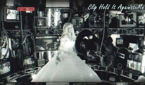 """. Catégorie : Clip """"Hold It Against Me"""" ."""