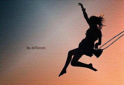 La normalité est une limite que l'homme s'impose car il a peur d'être simplement différent.
