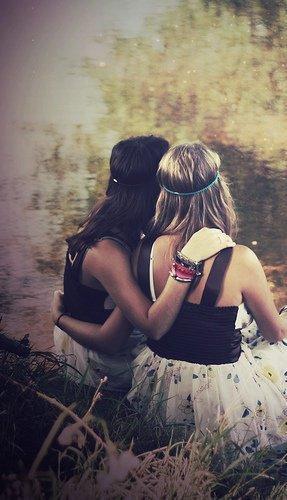 """Ces derniers temps, j'oublie tout, enfin trop. J'ai la tête en l'aire. Et on m'a demandé si ce n'était pas parce que j'étais amoureuse ... J'ai ri, et dis, """"Mais non d'où tu sors ça ? """" Mais maintenant que j'y repense, qui sait .. ?"""