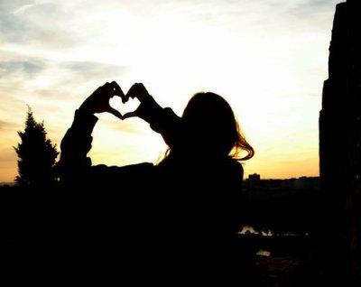 Moi, crois-moi ou pas, je suis forte. Et si il le faut, indestructible. Mais quand il s'agit d'aimer ...