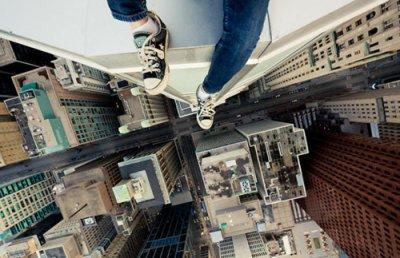 J'ai malheureusement, toujours eu le vertige. J'ai donc apparemment toujours eu peur de sauter pour me suicider.