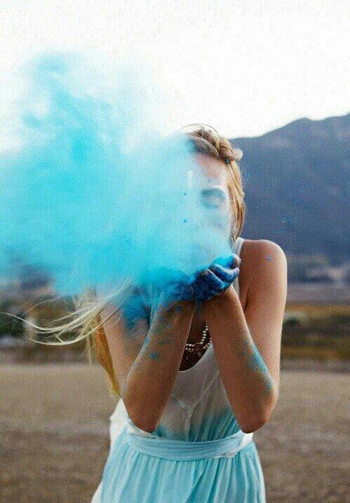 """""""Une nuance de couleur vient éclairer nos vies . Adieu les pleurs, ce temps-là fini, on sourit """""""