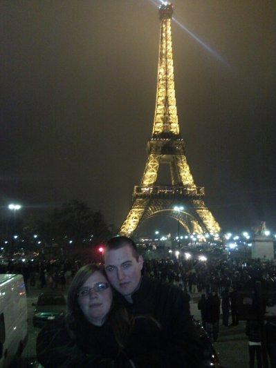 voilaaurelien et moi a la tour eiffel(pour nouvel ans 2009 )