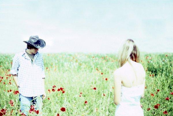 T'encombre pas de souvenirs, de choses comme ça. Aucun regret ne vaut le coup pour qu'on le garde en nous...