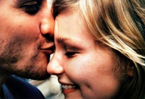 Rester fidèle à un ancien amour, c'est parfois le secret de toute une vie.