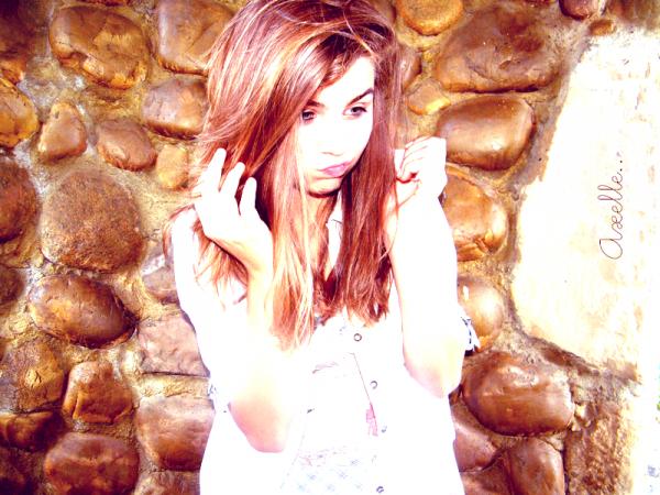 « Elle ne savait pas. Elle ne savait rien. Une énième petite inconsciente qui a voulu jouer  au jeu de la passion. Détrompe toi mon coeur, car entre amour et haine il n'y a qu'un pas. »