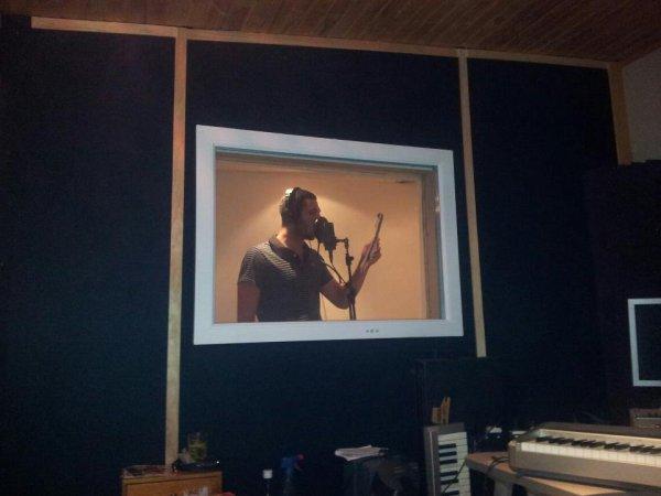 moi en direct du studio de panam pour le son sombre !