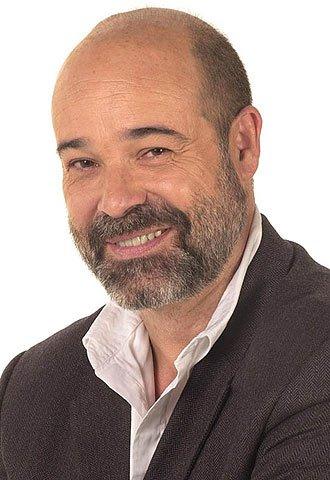 Antonio Resines est un acteur espagnol né le 7 août 1954 à Torrelagera en Espagne. Il est principalement connu pour son rôle de Diego Serrano dans la série La Famille Serrano