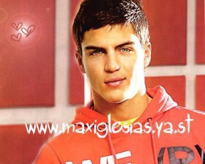 Maxi Iglesias (Cesar)