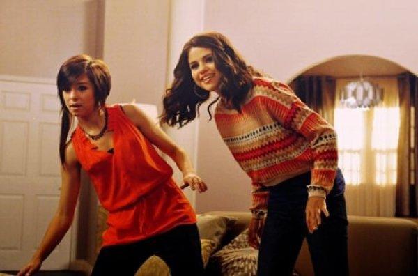 Selena Gomez : Elle tourne une pub pour la Xbox 360 Kinect
